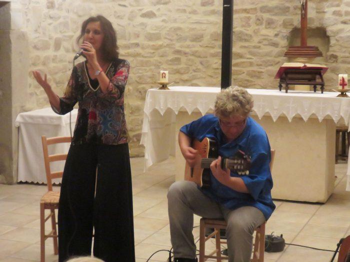 Guitare et chant un duo qui a enchanté le public