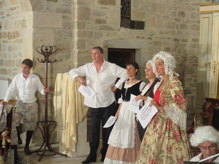 En costumes du XVIIIe siècle, les artistes ont fait revivre le siècle de Mozart