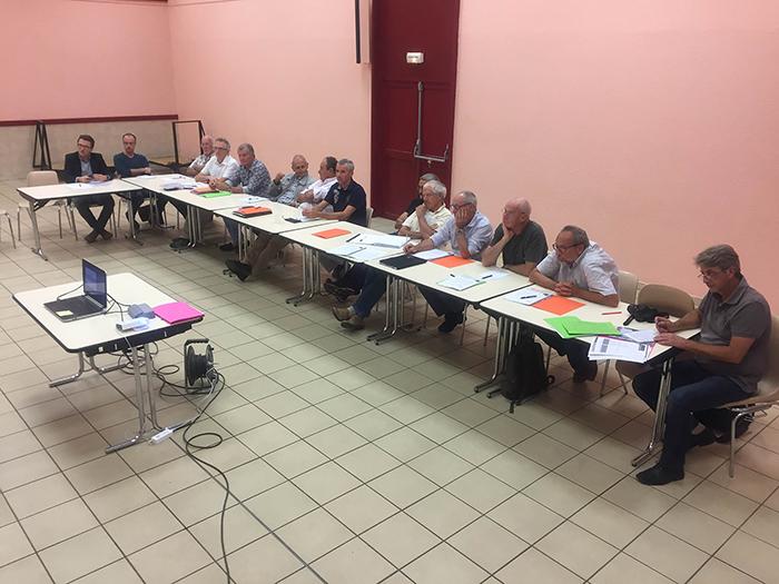 Les élus qui ont participé à la réunion au Trianon