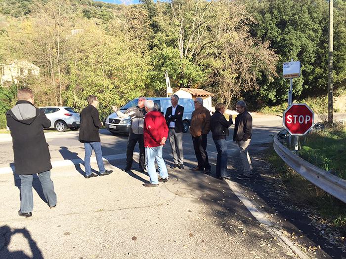 Au pont de Pomier, les élus ont envisagé l'amélioration de la sécurité de ce carrefour