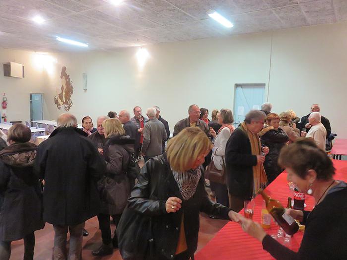 A la fin du concert, auditeurs et musiciens se sont retrouvé pour un moment convivial offert par l'Association Familiale