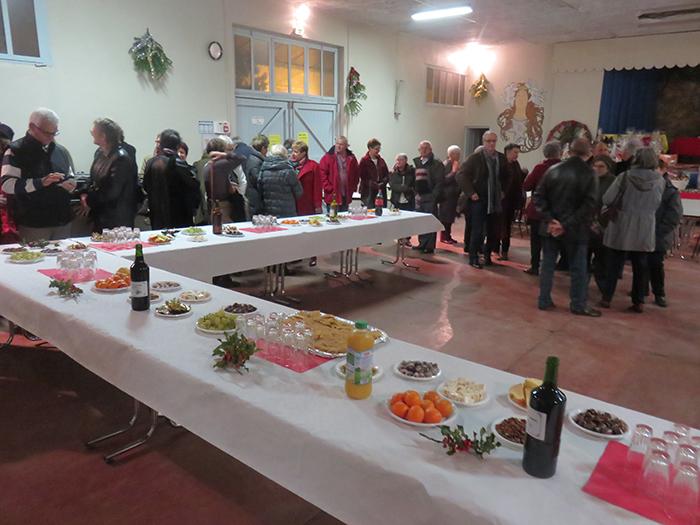 Choristes et auditeurs ont ensuite été invités à déguster les treize desserts traditionnels des Noêls provençaux
