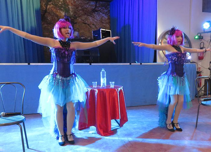 Les changements de costumes ont été nombreux tout au long du spectacle