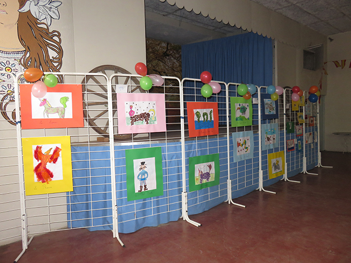 Dès l'entrée, l'exposition des dessins pour le concours attirait le regard