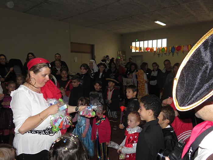 La présidente du Sou des écoles a distribué les récompenses aux enfants