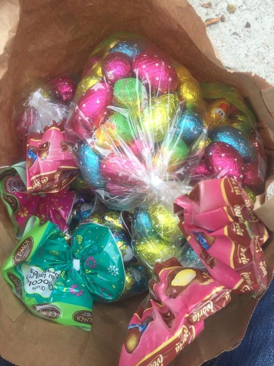 Vu le succès de la chasse aux œufs de 2016, la municipalité réitère cette belle initiative printanière. Elle aura lieu le lundi de Pâques soit le 17 avril cette année. Le rendez-vous est fixé à 10 h 30 devant le Trianon. La chasse aux œufs sera organisée au cœur du village. Les enfants devront être accompagnés d'un adulte pour y participer. A midi, l'apéritif sera offert par la mairie.