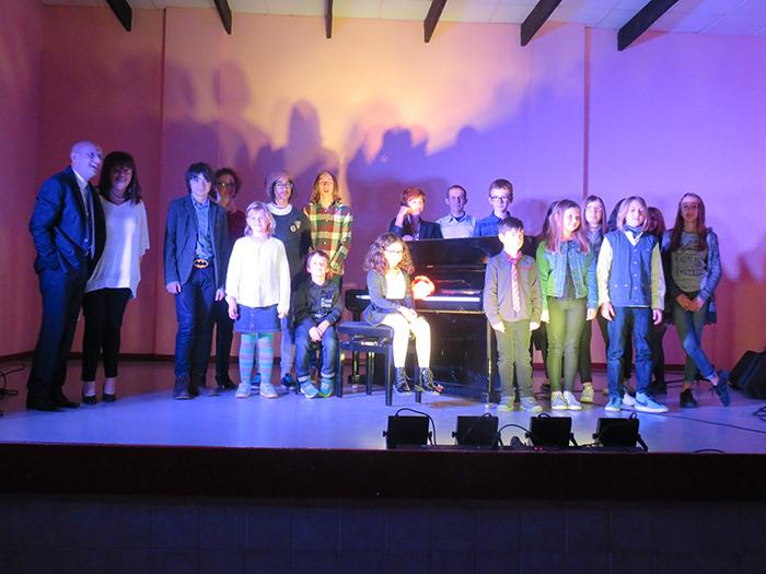 A la fin du concert, tous les musiciens participants se sont retrouvés sur scène pour la photo de famille