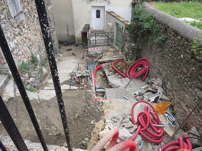 C'est dans la rue du Château que seront installées les boîtes de connexion des réseaux électriques et téléphoniques