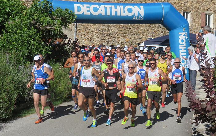 Départ des 158 coureurs engagés pour les 10 km