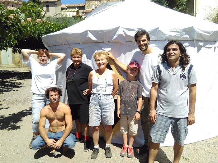 Françoise, Gaël, Eliott et les autres pour apprendre à construire une yourte