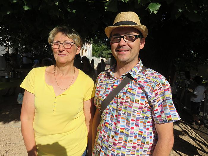 Martine et Raphaël disent au revoir à l'école de St Jean