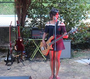 Wiennen la chanteuse du groupe a su captiver son auditoire
