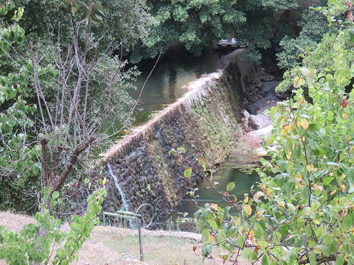 Depuis sa construction, ce barrage a résisté à de multiples épisodes cévenols