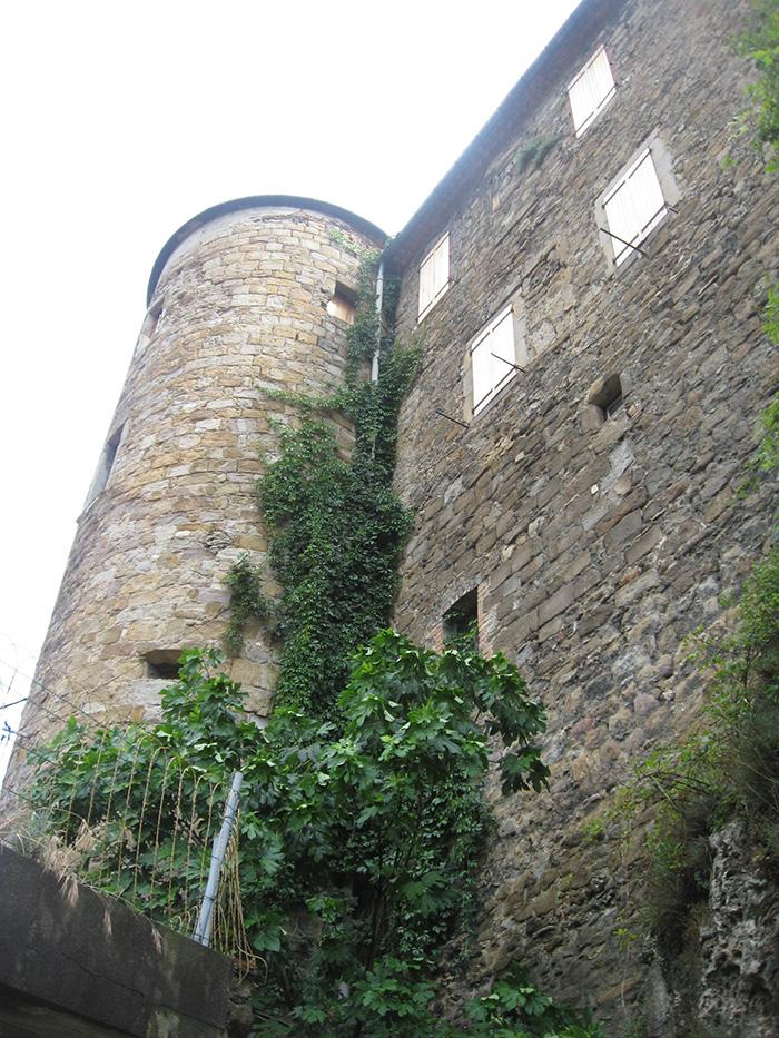 Le château des Budos dans le quartier médiéval a longtemps servi de logements pour les mineurs
