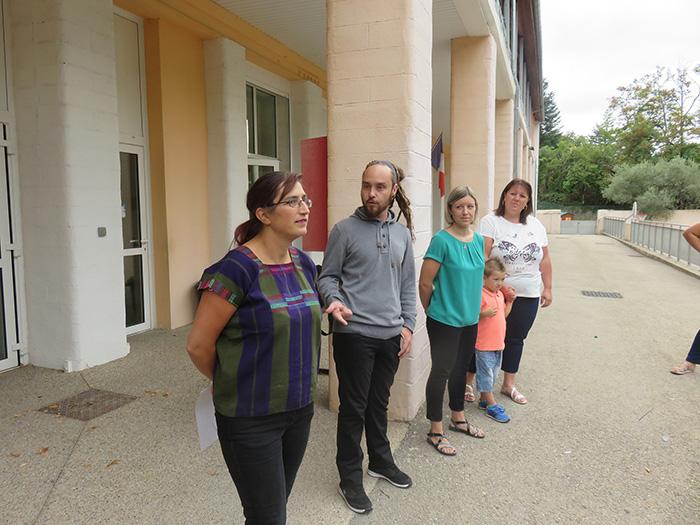 La nouvelle équipe : Elsa Mocquet, directrice, Sophie Abric pour les maternelles et les CP et Séverine Martinez Atsem ont été présentées par Grégory