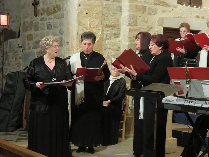 Marie-Claude Stoéri dirigera, toujours avec maestria,  la chorale Magnificat