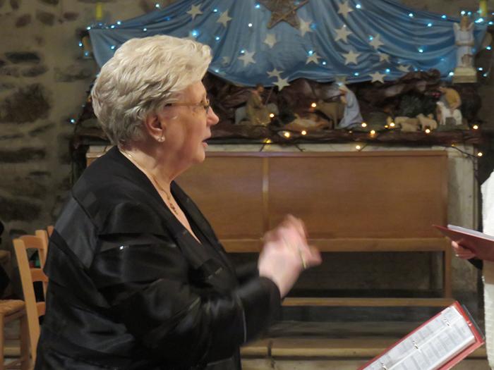 Marie-Claude Stoéri, toujours passionnée, a dirigé la chorale de main de maître