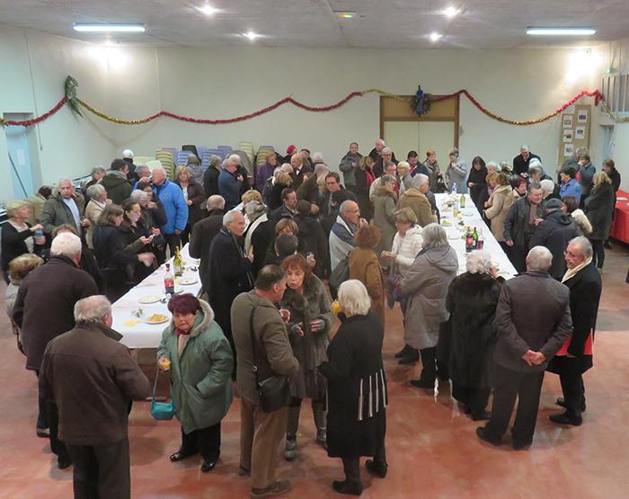 A la fin du concert, choristes et auditeurs se sont retrouvés autour des treize desserts traditionnels des Noëls provençaux