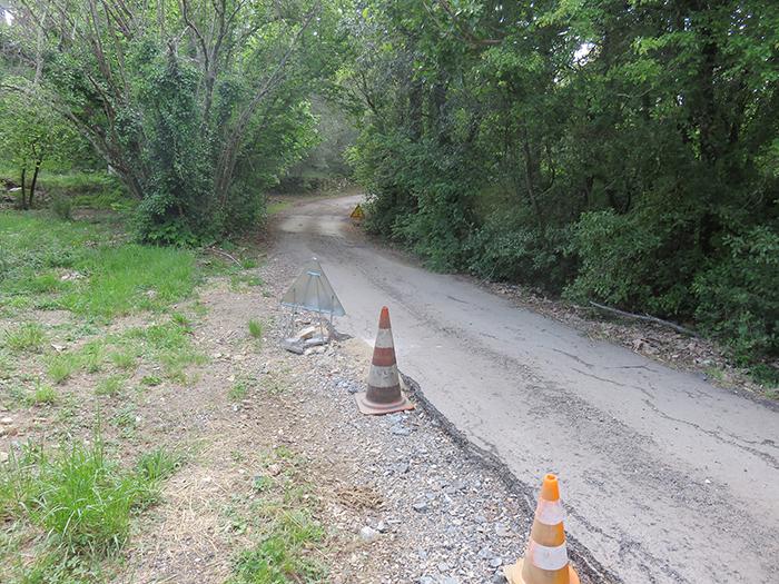 Bétonnage du chemin des Rimes, dans une zone souvent dévastée par les  épisodes cévenols
