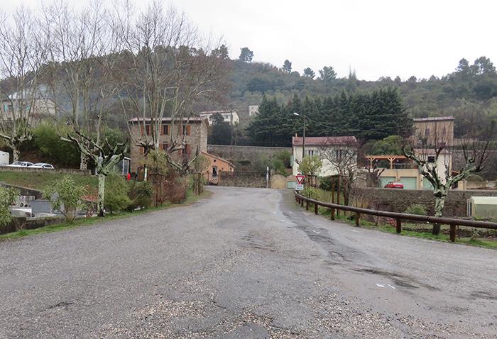 La descente vers la gare sera équipée d'une glissière en bois du côté cimetière