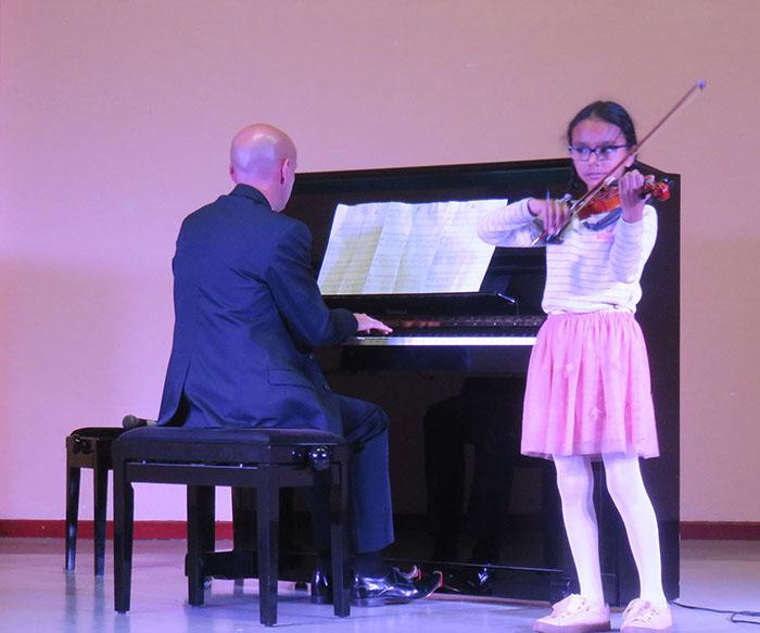 Petit intermède avec une toute jeune violoniste
