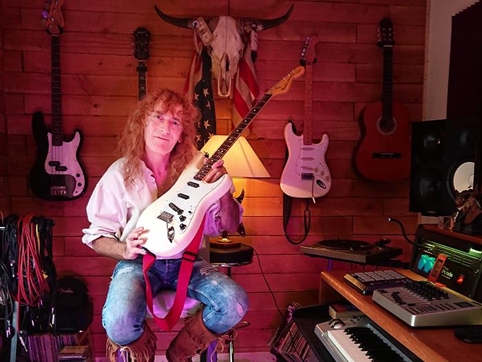 Gil Fourny et sa guitare fétiche, une Fender Stratocaster