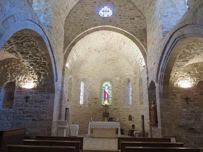 Belle église romane admirablement bien restaurée