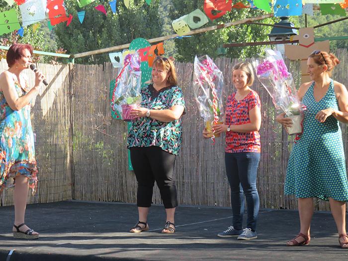 Enseignantes et ATSEM ont eu droit à leur bouquet de fleurs