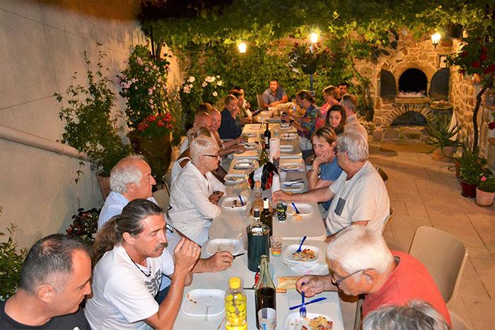 Moment de partage et de convivialité autour d'un bon repas